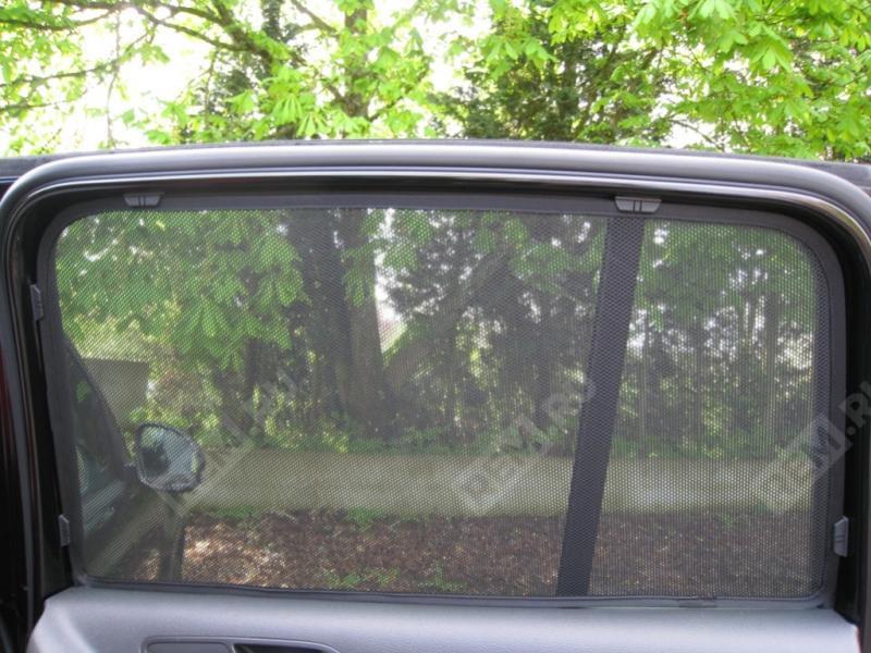 Шторки солнцезащитные окон задних дверей 5N0064363