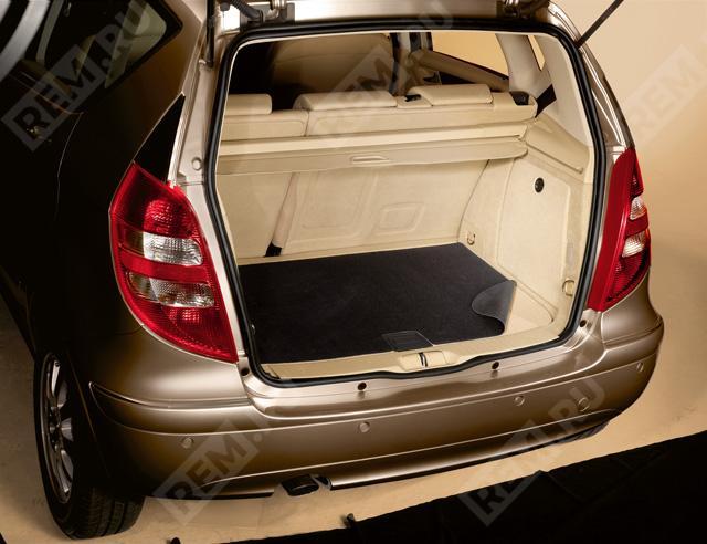 Ковер в багажник противоскользящий B67680030