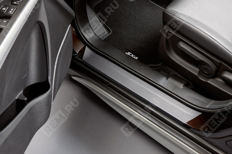 Фото Пленка защитная на дверные пороги, черная 990E061M30001