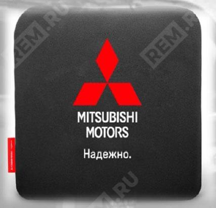 Фото Подушка Mitsubishi автомобильная, черная RU000023