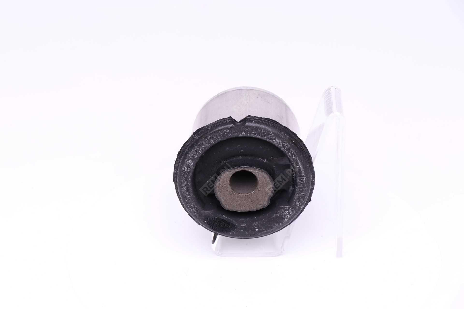 Сайлентблок переднего нижнего рычага 7L0407182E